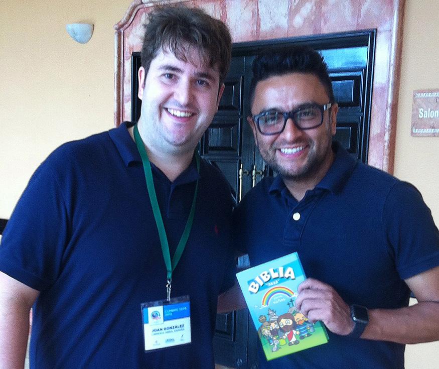 Alex Campos ya tiene la Biblia Abba para niños, ¿La has reservado?